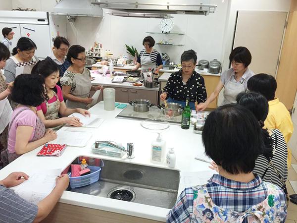 料理研究家の山際千津枝先生による 『はかた地どり料理教室』が開催されました! 2