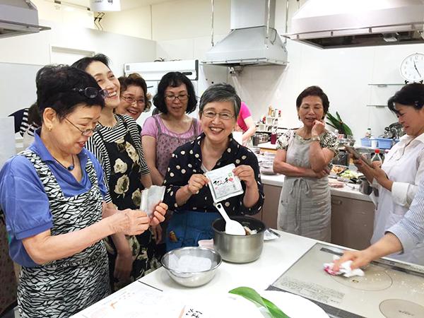 料理研究家の山際千津枝先生による 『はかた地どり料理教室』が開催されました! 5