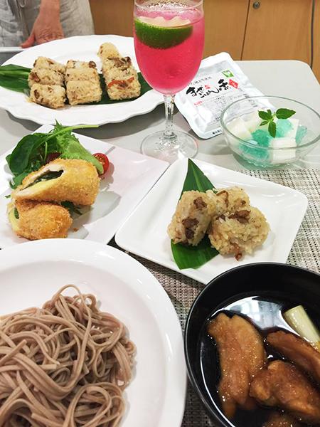 料理研究家の山際千津枝先生による 『はかた地どり料理教室』が開催されました! 10