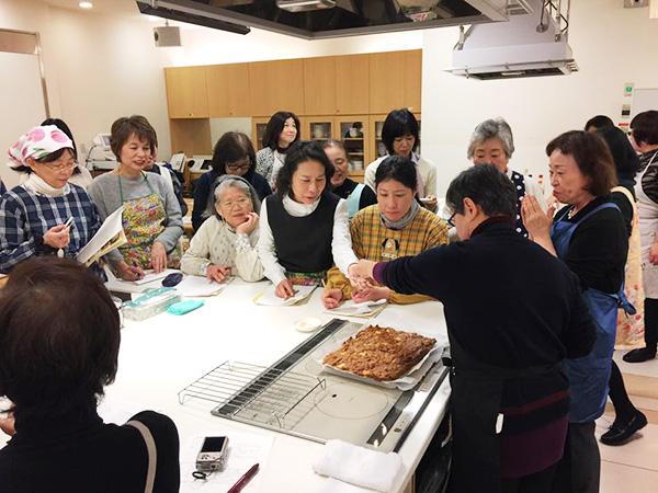 1月11日に博多阪急にて、山際千津枝さまによる 「はかた地どり」料理教室が開催されました!2