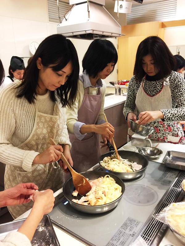 1月11日に博多阪急にて、山際千津枝さまによる 「はかた地どり」料理教室が開催されました!3