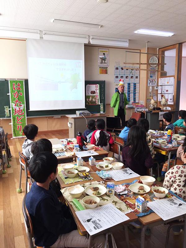 筑紫野市内の小中学校給食で「はかた地どり」のガメ煮が提供されました♪1