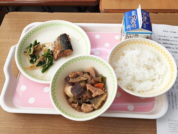 筑紫野市内の小中学校給食で「はかた地どり」のガメ煮が提供されました♪2