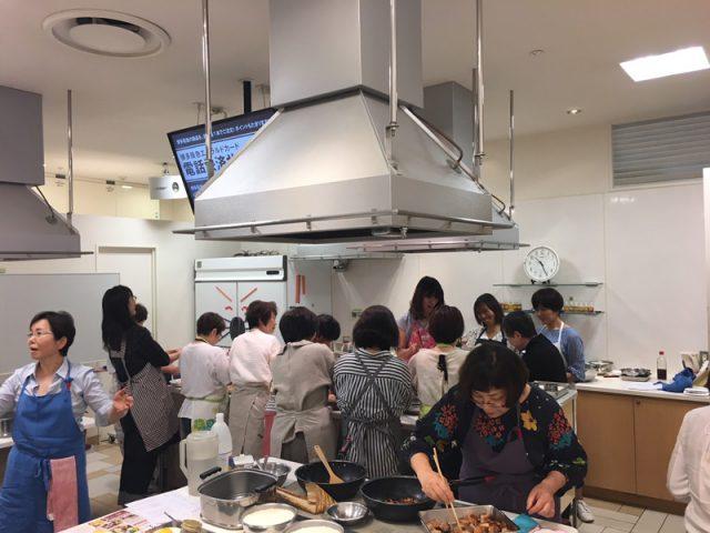 博多阪急百貨店にて「はかた地どり」の料理教室が開催されました2